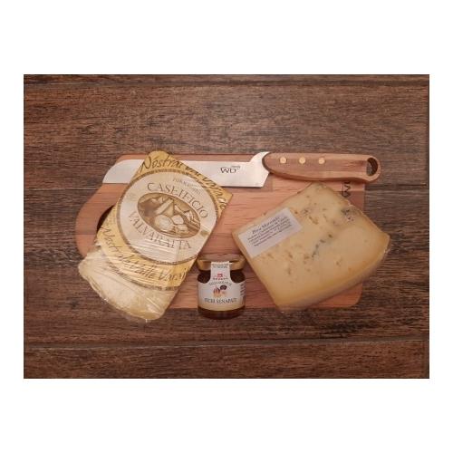 Tagliere piccolo con formaggi di vacca
